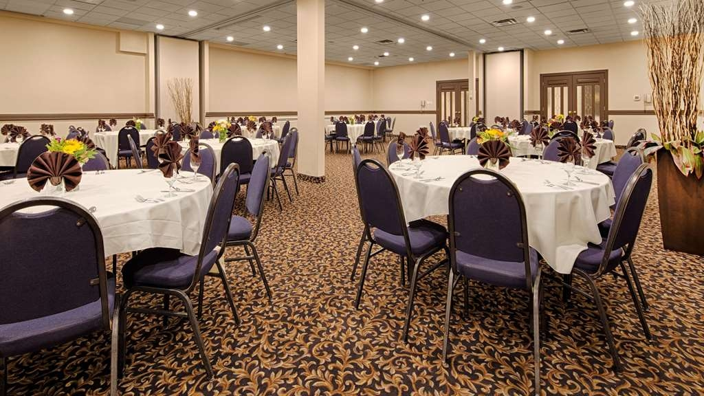 SureStay Plus Hotel by Best Western Seven Oaks - Whether you need a theater, classroom, banquet or reception setting we can accommodate your next event.