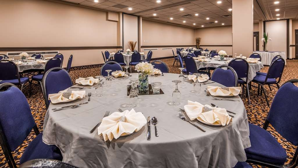 SureStay Plus Hotel by Best Western Seven Oaks - Our professional staff is here to go above and beyond your expectations to ensure your meeting is perfect.