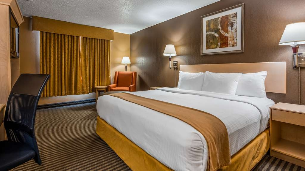 SureStay Plus Hotel by Best Western Seven Oaks - We offer a variety of king rooms from standard to poolside access.