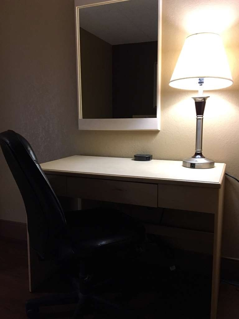 SureStay Plus Hotel by Best Western Seven Oaks - Be productive in the comfort of your own room with a large work desk and free WiFi access.