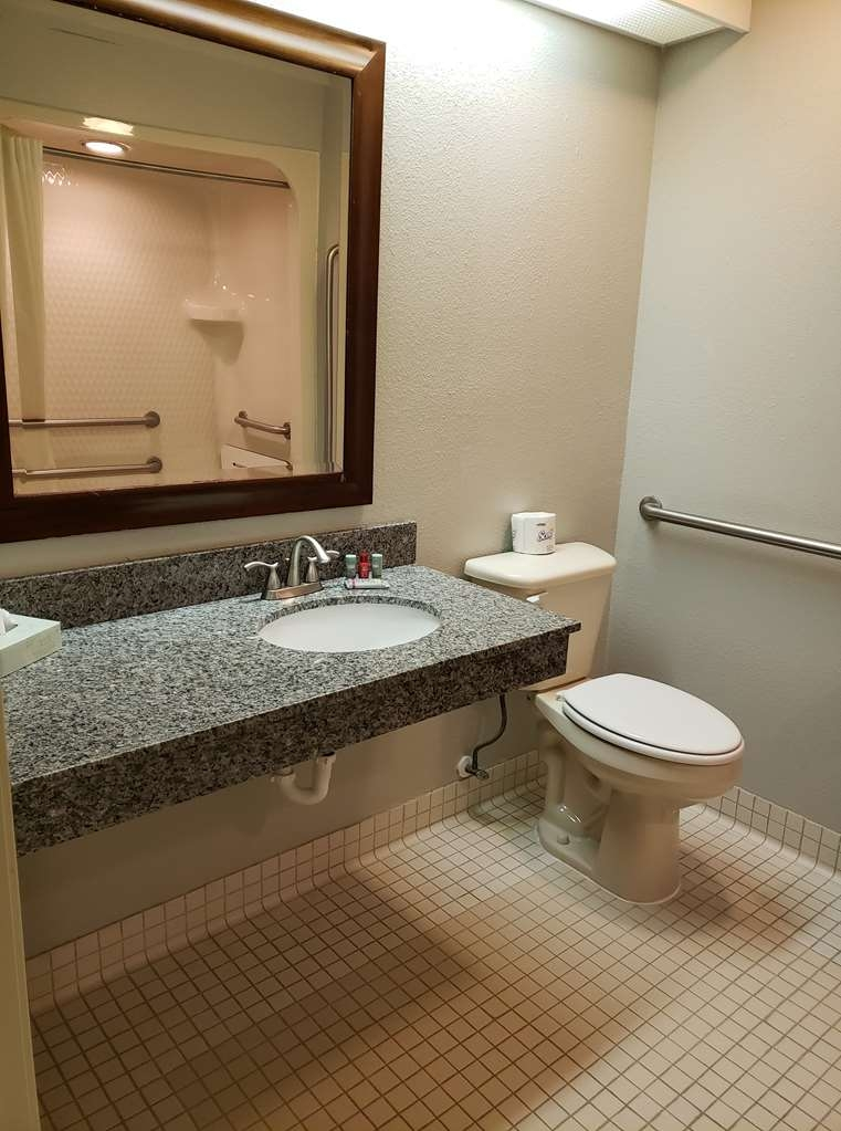 SureStay Plus by Best Western Thornton Denver North - Enjoy getting ready for the day in our fully equipped guest bathrooms.