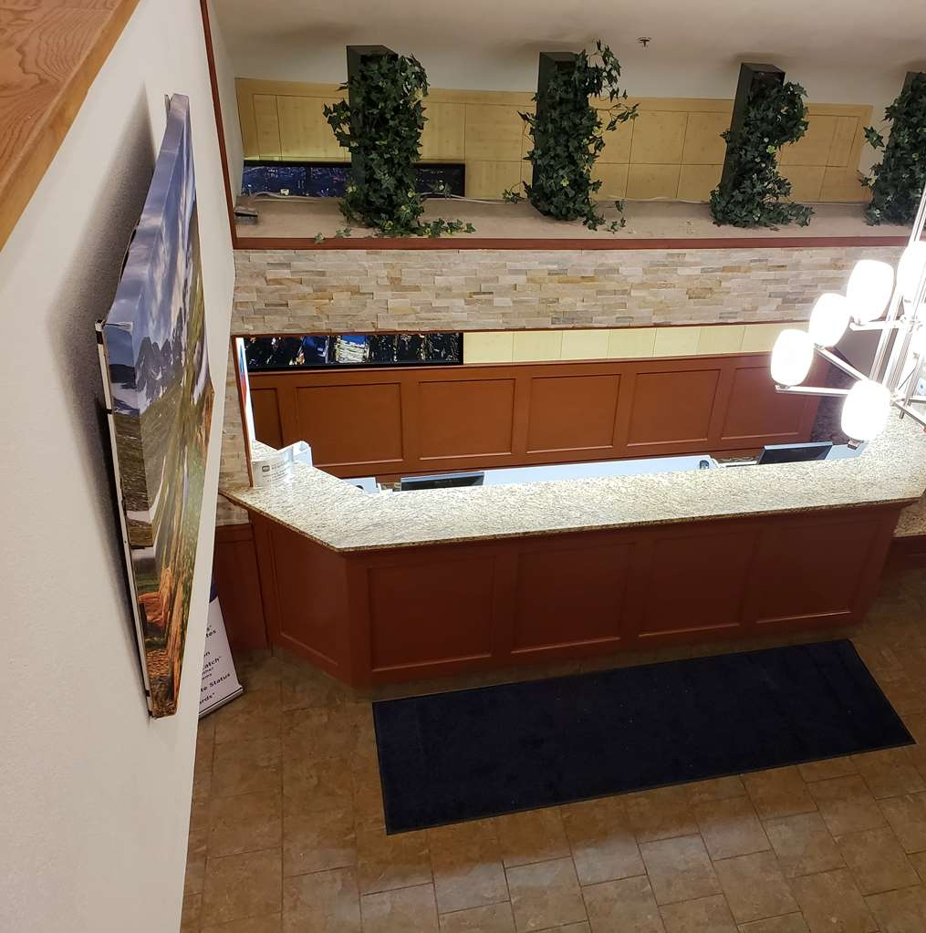 SureStay Plus by Best Western Thornton Denver North - Whatever your desire, our front desk staff will help guide you to top restaurants in the area.