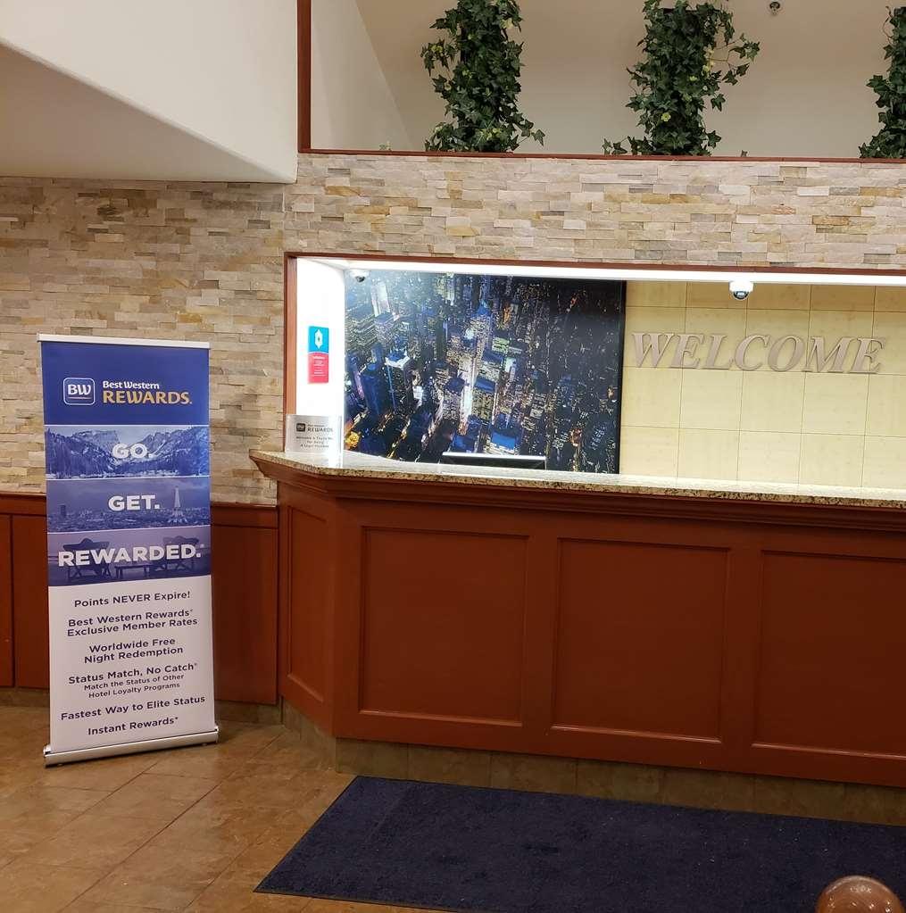 SureStay Plus by Best Western Thornton Denver North - Vue du lobby