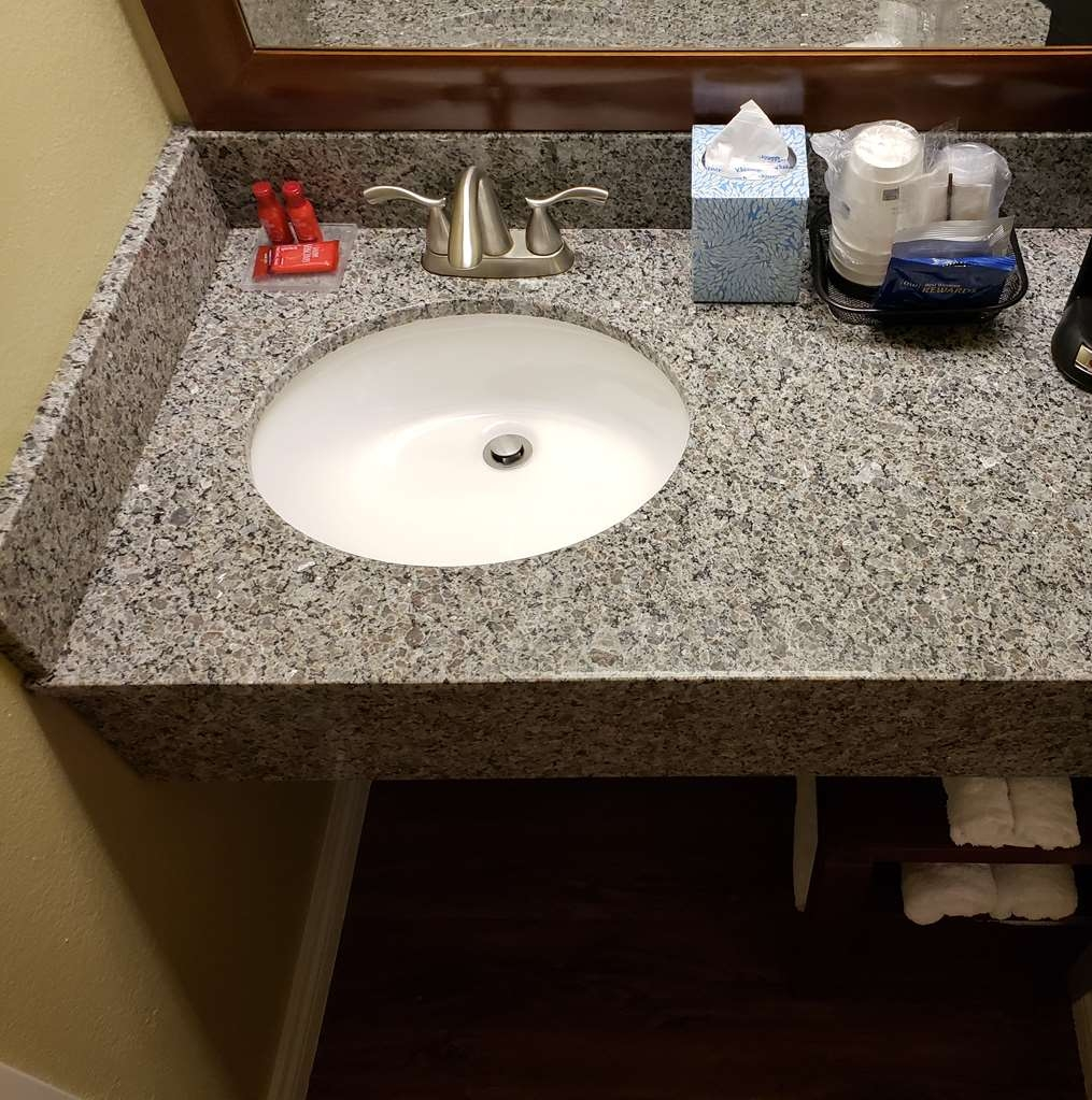 SureStay Plus by Best Western Thornton Denver North - If you forgot your toiletries don't worry we've got you covered!