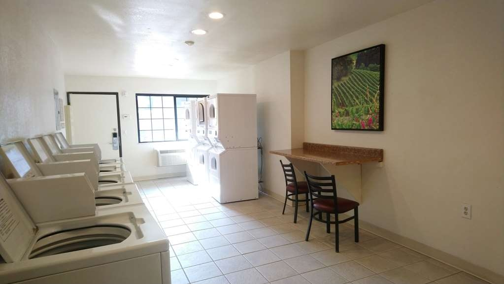 Best Western Inn - Large Guest Laundry Room