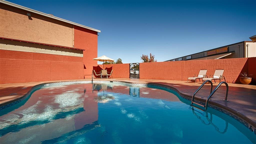 Best Western Anderson Inn - Take a Dip in Our Refreshing Seasonal Pool.