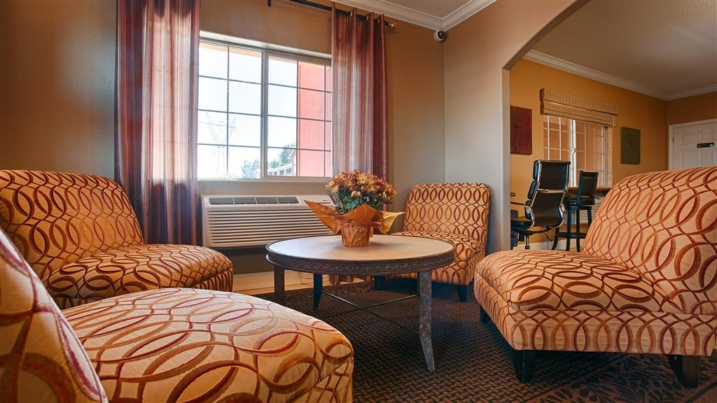 Best Western Anderson Inn - Our lobby offers the perfect place to catch up with friends and family.