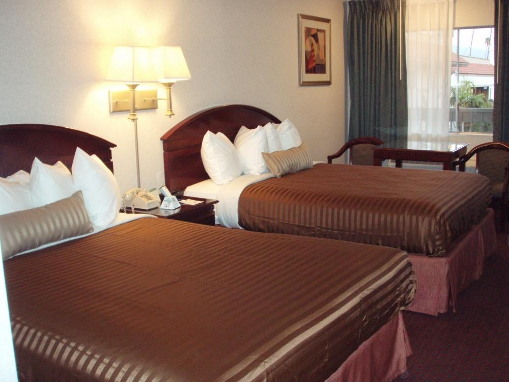 Best Western Pasadena Inn - Guest room with Two Queen Beds