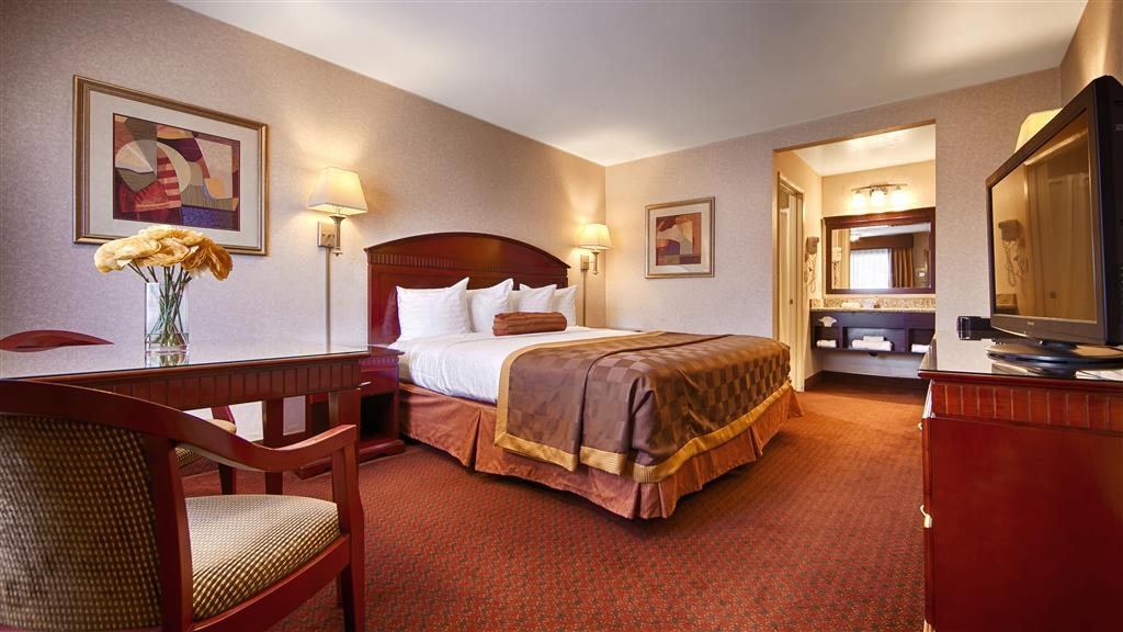 Best Western Pasadena Inn - Live in true luxury when you book a king guest room.