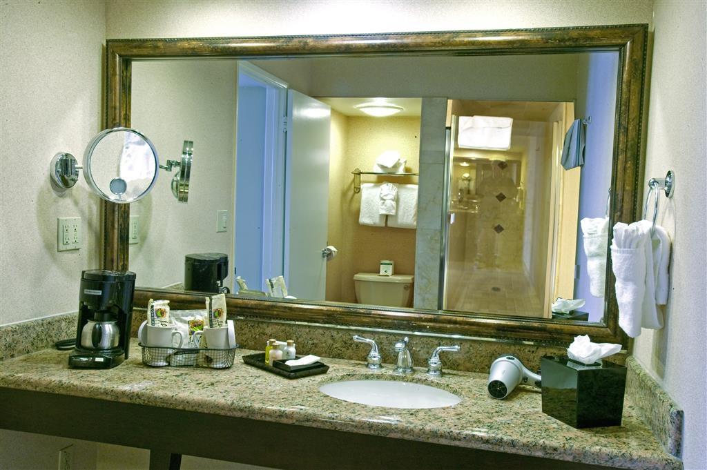 Best Western Plus Island Palms Hotel & Marina - Guest Bathroom with Granite Vanity