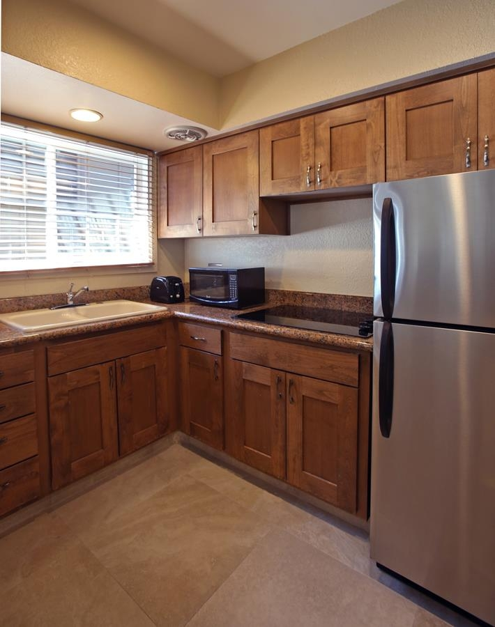 Best Western Plus Island Palms Hotel & Marina - Suite kitchens come equipped with full size refrigerator, cooktop, microwave, toaster, coffee maker, place settings and utensils.