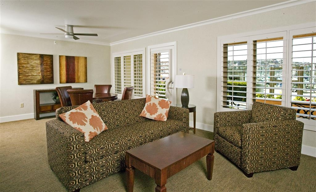 Best Western Plus Island Palms Hotel & Marina - Villa Living Room and Dining Area