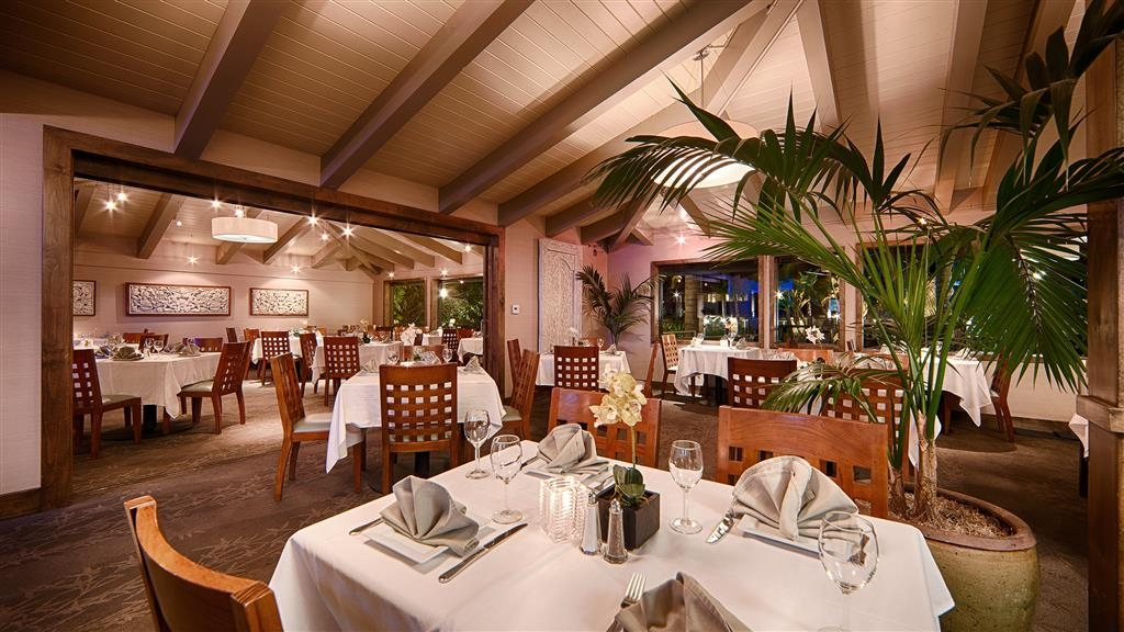 Best Western Plus Island Palms Hotel & Marina - The Blue Wave Bar & Grill serves breakfast, lunch and dinner daily.