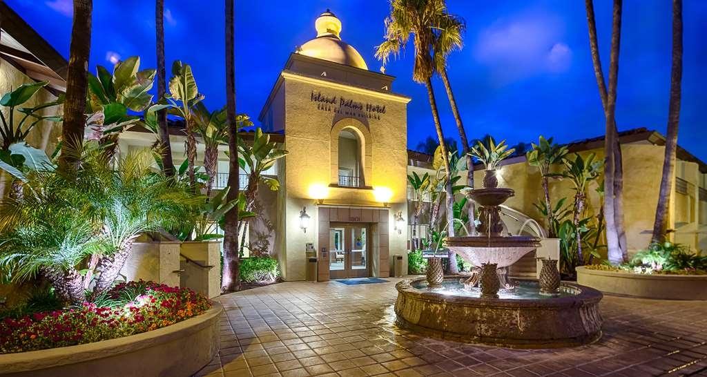 Best Western Plus Island Palms Hotel & Marina - Casa Del Mar Building at Sunset