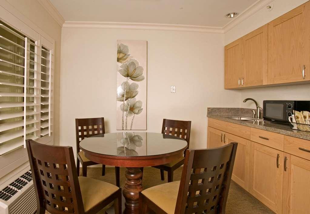 Best Western Plus Island Palms Hotel & Marina - Casa del Mar Kitchen