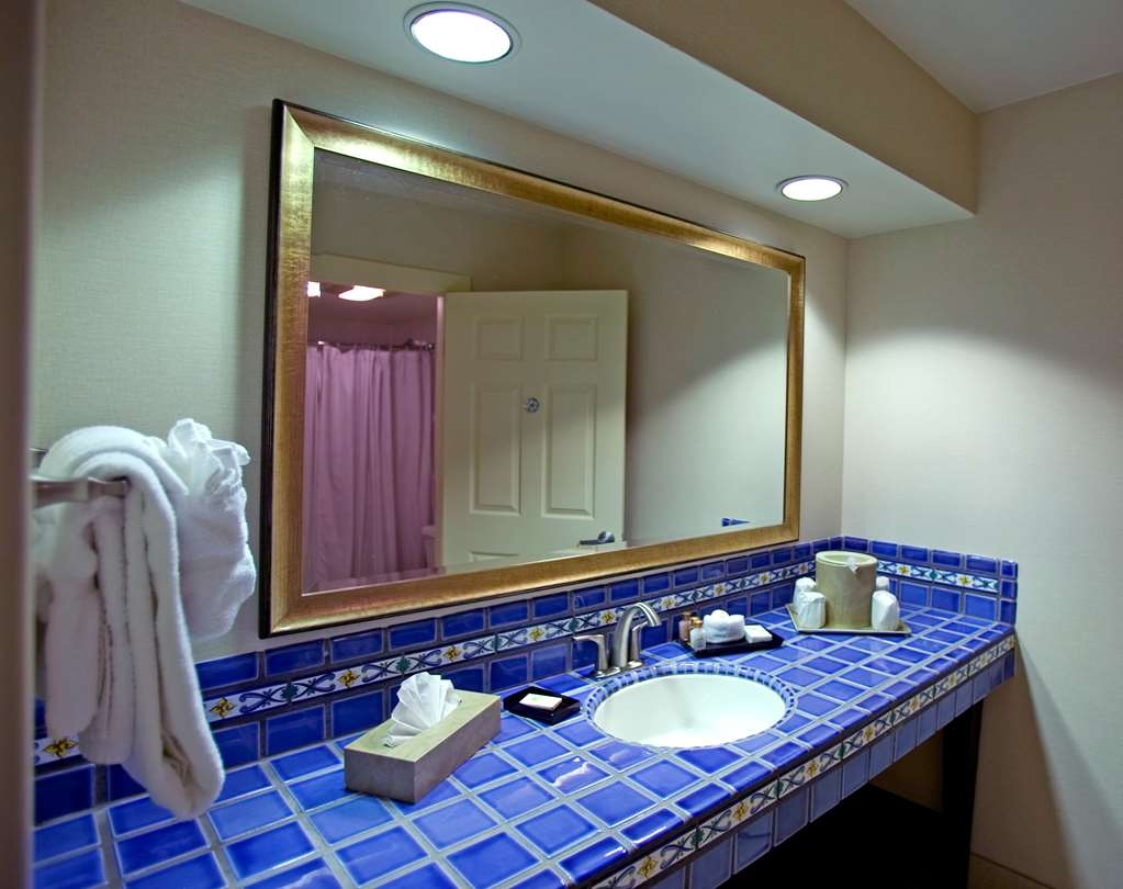 Best Western Plus Island Palms Hotel & Marina - Casa del Mar Junior Suite Vanity