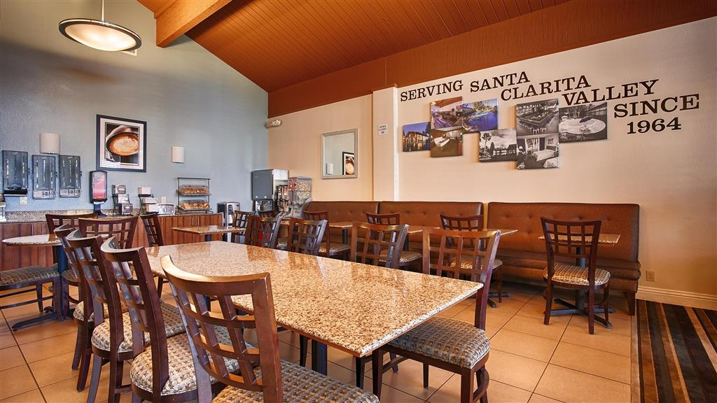 Best Western Valencia Inn - Complimentary breakfast is served daily at our Valencia hotel.