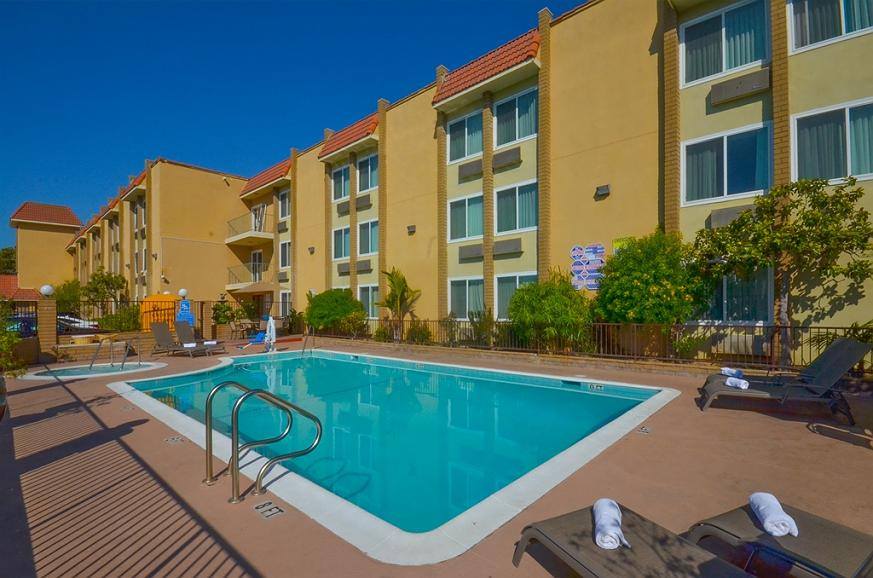 Best Western Plus South Bay Hotel - Stay in shape by swimming laps, cool off with a refreshing dip, or just splash around in our outdoor pool.