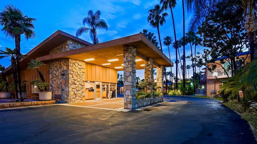 Best Western Pine Tree Motel - Façade