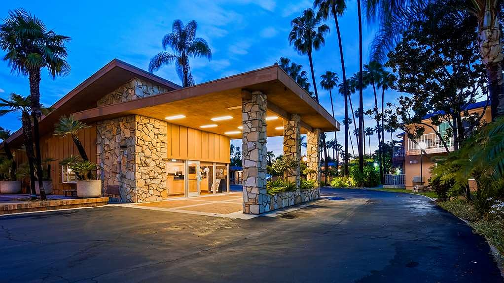 Best Western Pine Tree Motel - Vista exterior