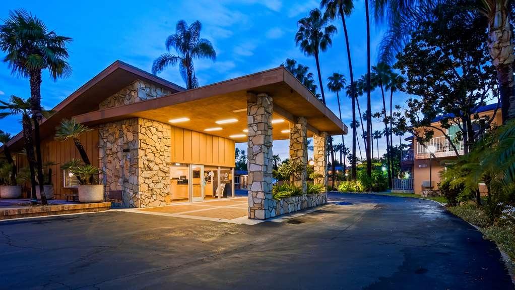 Best Western Pine Tree Motel - Facciata dell'albergo