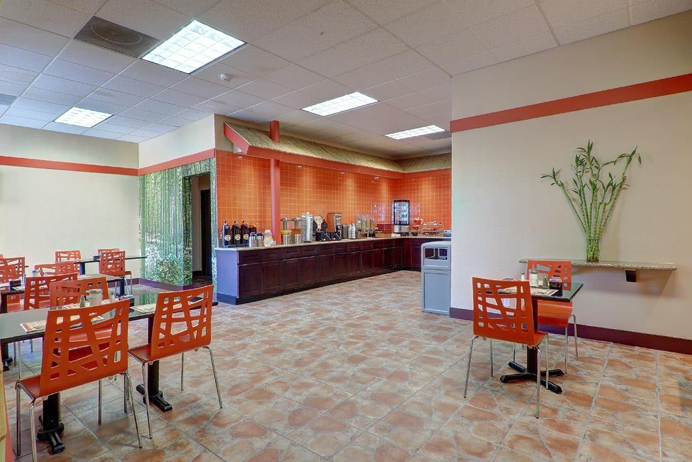 Best Western Plus Dragon Gate Inn - Salón para desayunos