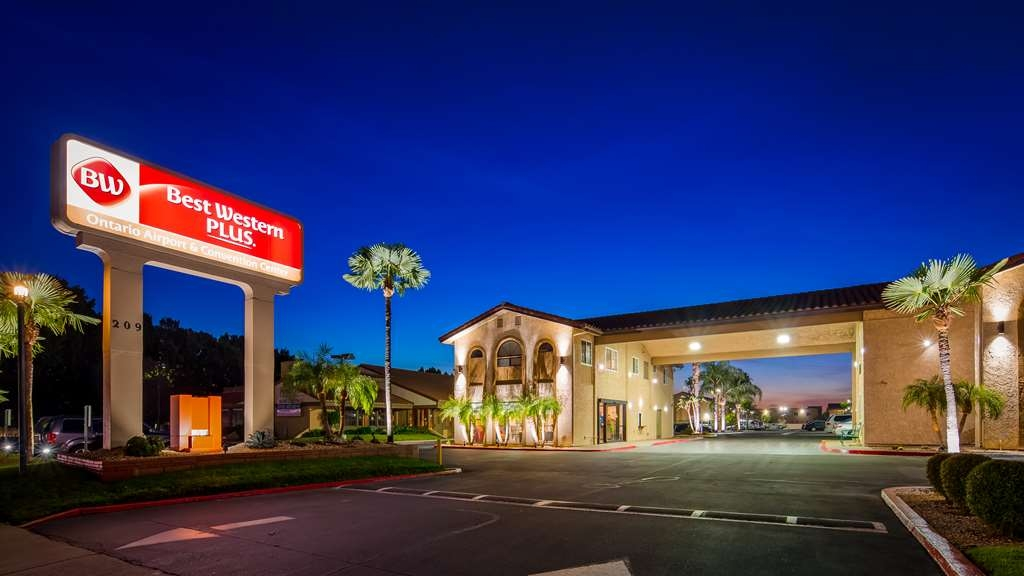Best Western Plus Ontario Airport & Convention Center - Hotel Exterior at Night