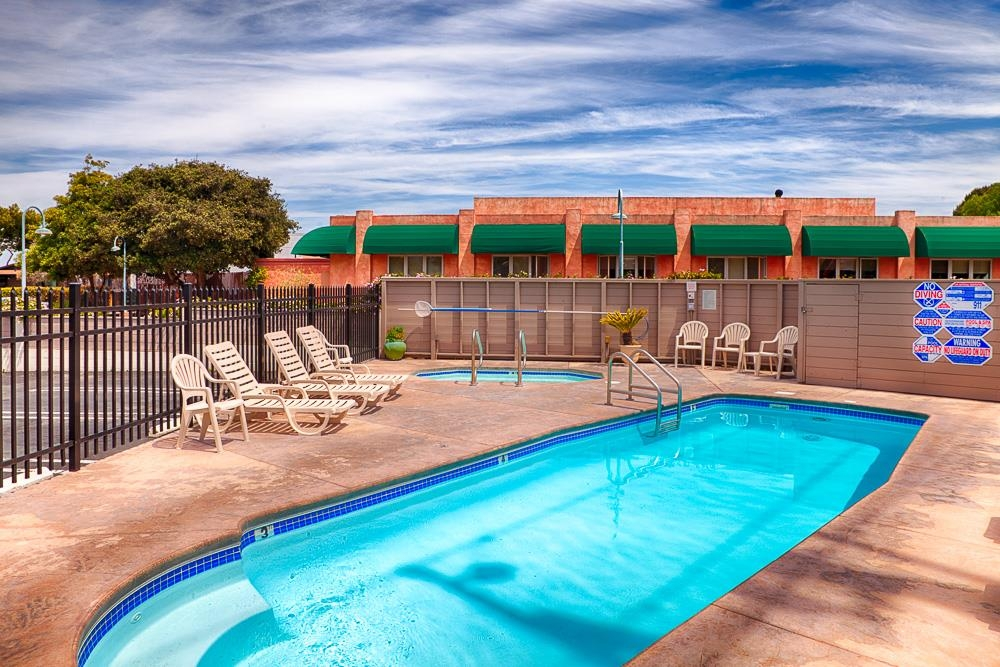 Best Western De Anza Inn - Enjoy our hot tub anytime of the year.