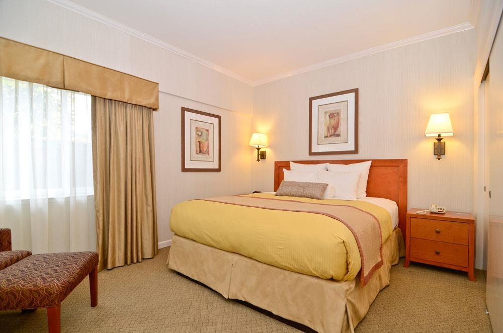 Best Western De Anza Inn - Our studio suite, located on the first floor, has a separate bedroom for added privacy that features a plush king bed.