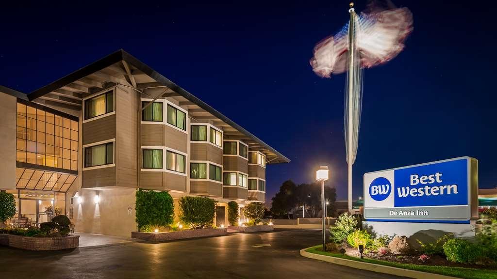 Best Western De Anza Inn - Hotel Exterior at Night
