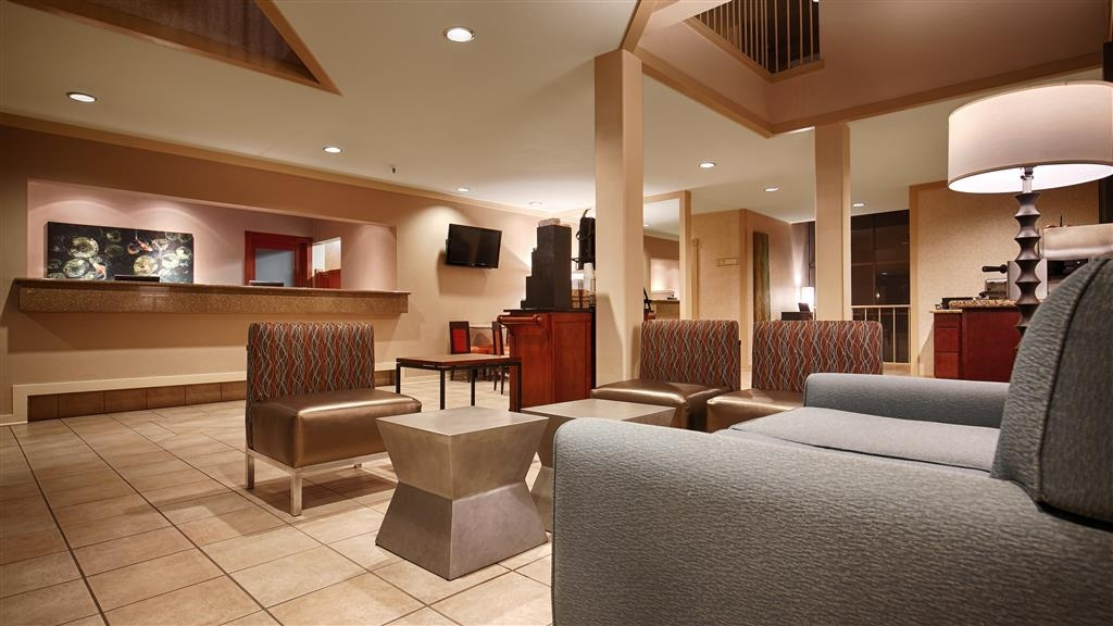 Best Western De Anza Inn - Our front desk staff is available to assist at anytime.