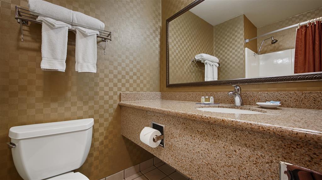 Best Western De Anza Inn - Guest Bathroom