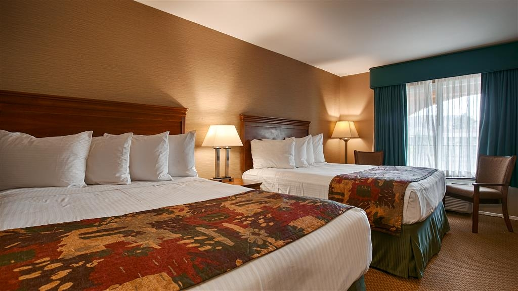 Best Western La Posada Motel - Indulge yourself in our warm, welcoming and inviting two queen guest room.