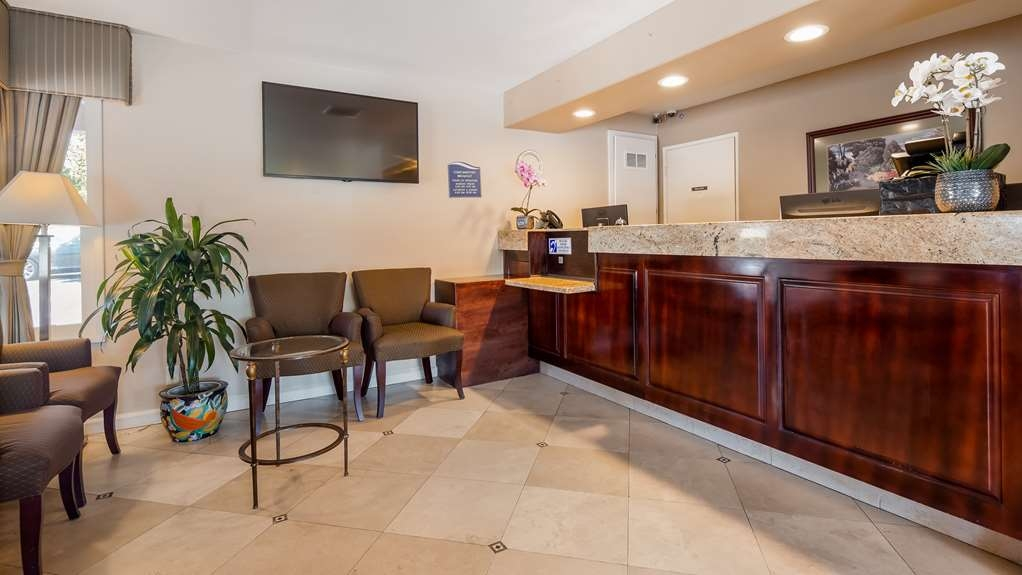 Best Western La Posada Motel - Front Desk