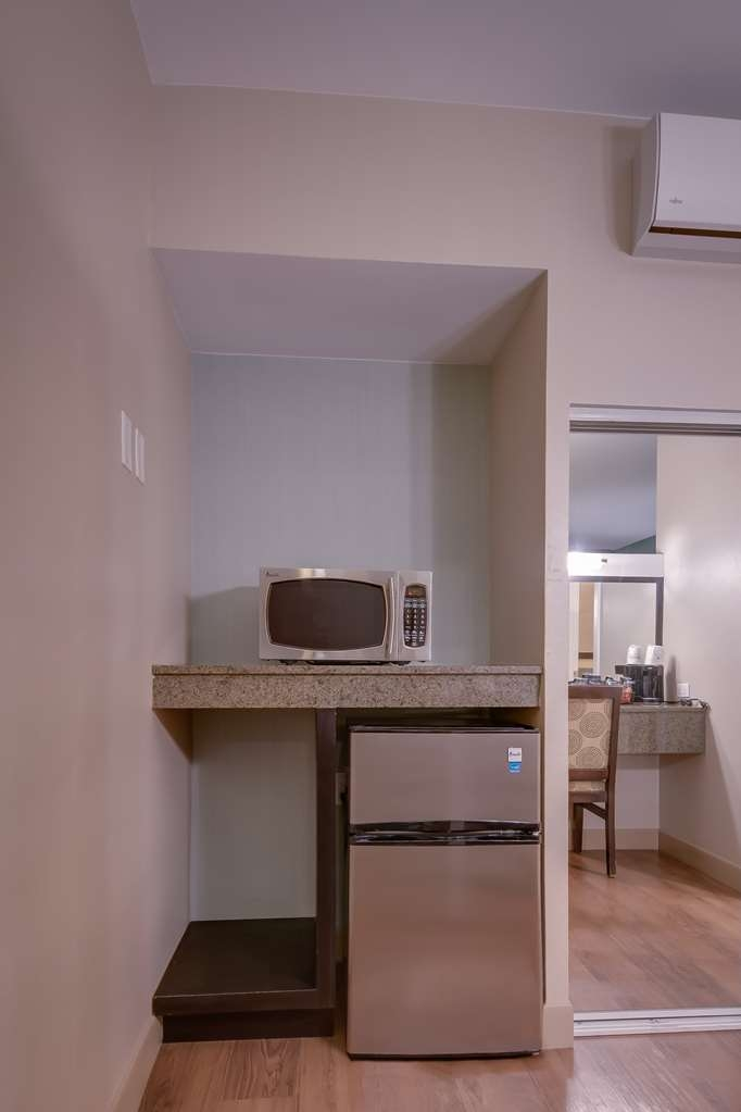 Best Western Plus Inn of Ventura - Room amenities include a microwave and refrigerator.