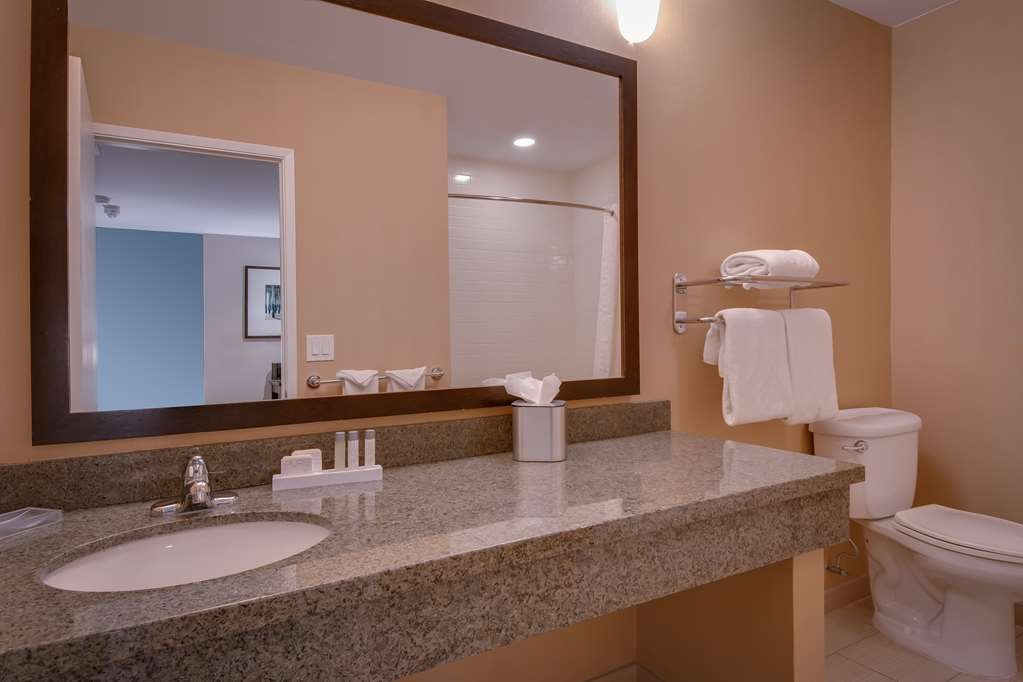 Best Western Plus Inn of Ventura - Queen Mobility Accessible Bathroom