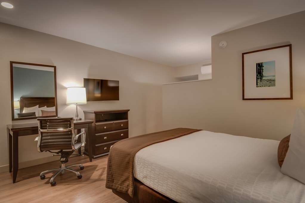 Best Western Plus Inn of Ventura - Queen Mobility Accessible Room