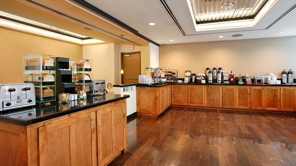 Best Western Plus Bayside Inn - Breakfast Bar