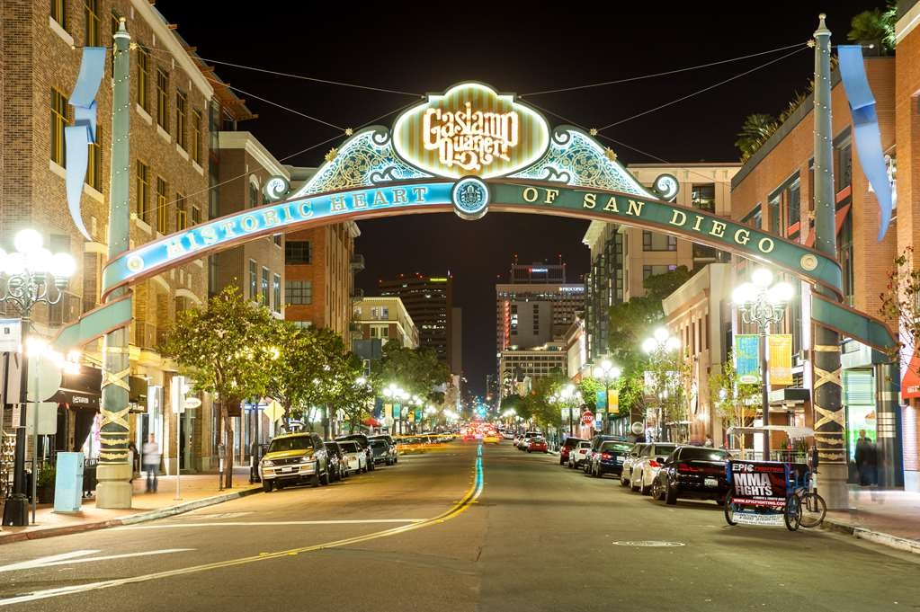 Best Western Plus Bayside Inn - Just 1.5 miles from us is the exciting Gaslamp District full of night life, restaurants and entertainment.