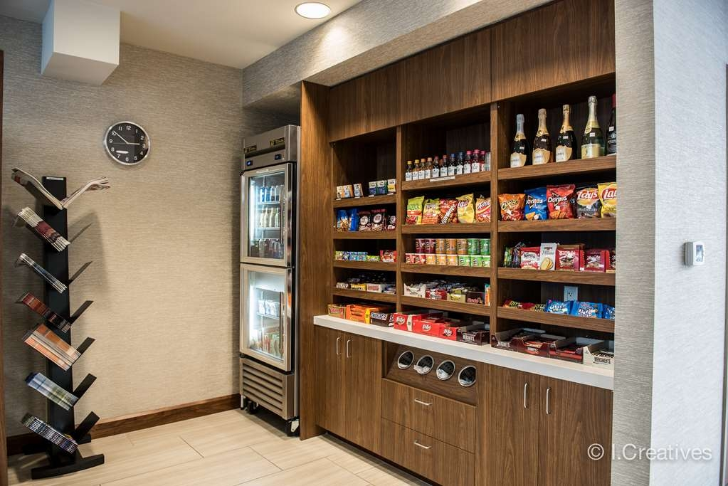 Best Western Plus Bayside Inn - Take some frozen meals or an ice cream treat back to your room and take advantage of the in room refrigerator and microwave!