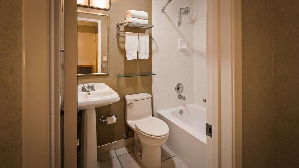 Best Western University Lodge - Shower or soak in a tub in our bathroom with modern finishes.