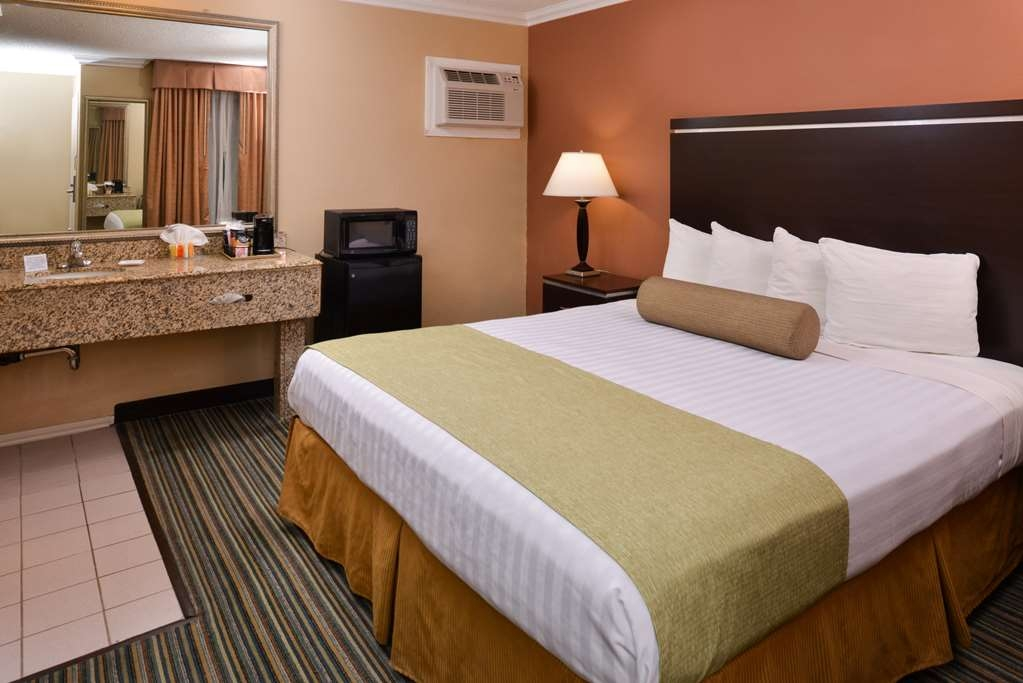 Best Western Courtesy Inn - Our comfortable king room will be sure to help you get a great night rest.