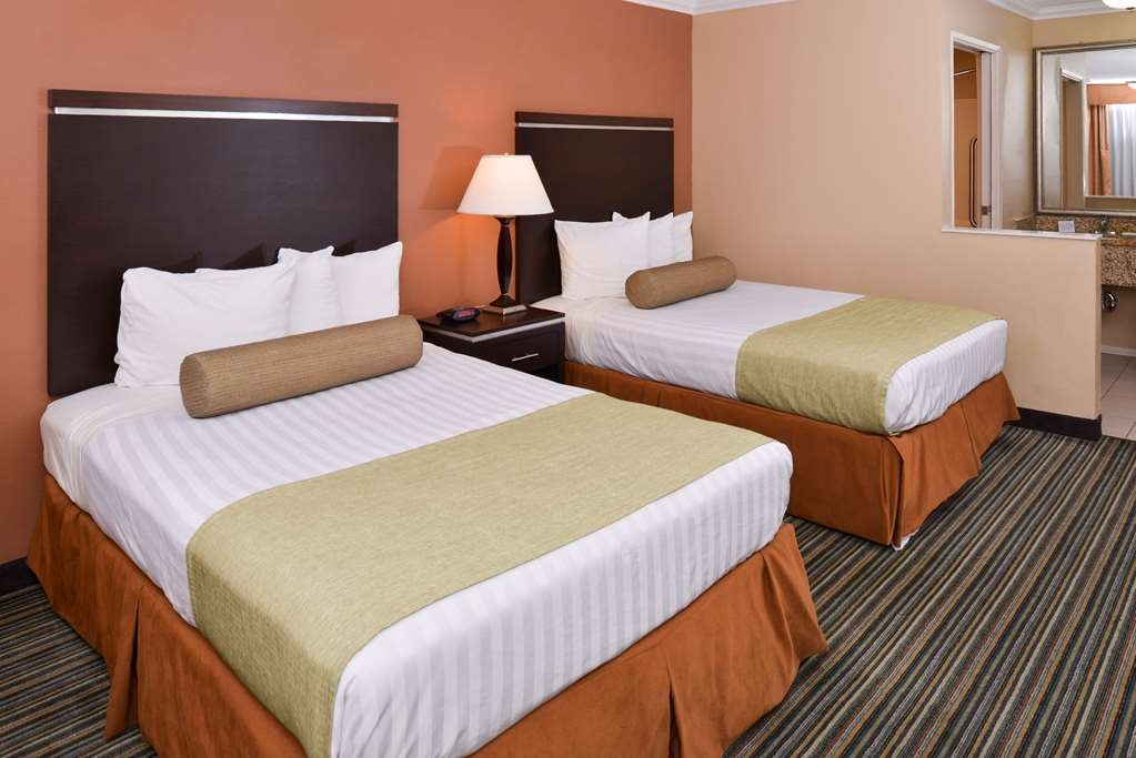 Best Western Courtesy Inn - Your comfort is our first priority. In our double bedded guest room, you will find that and much more.