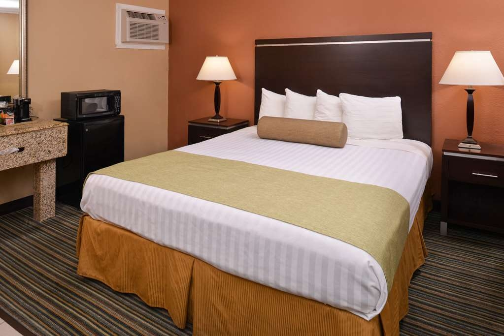 Best Western Courtesy Inn - Live in true luxury when you book a king guest room.