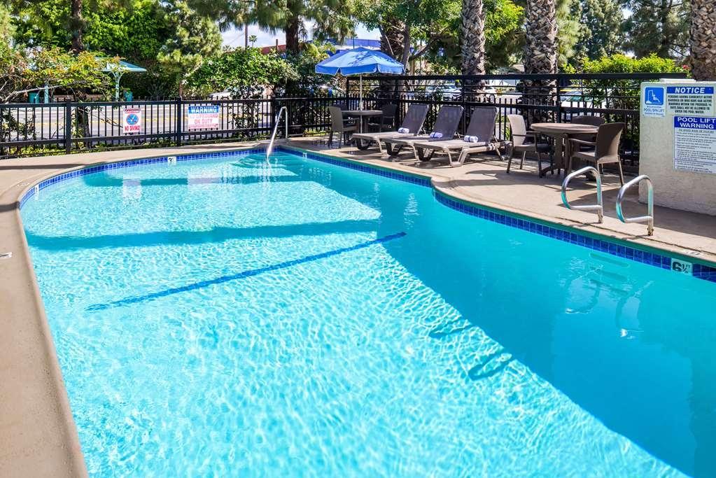 Best Western Courtesy Inn - Vue de la piscine
