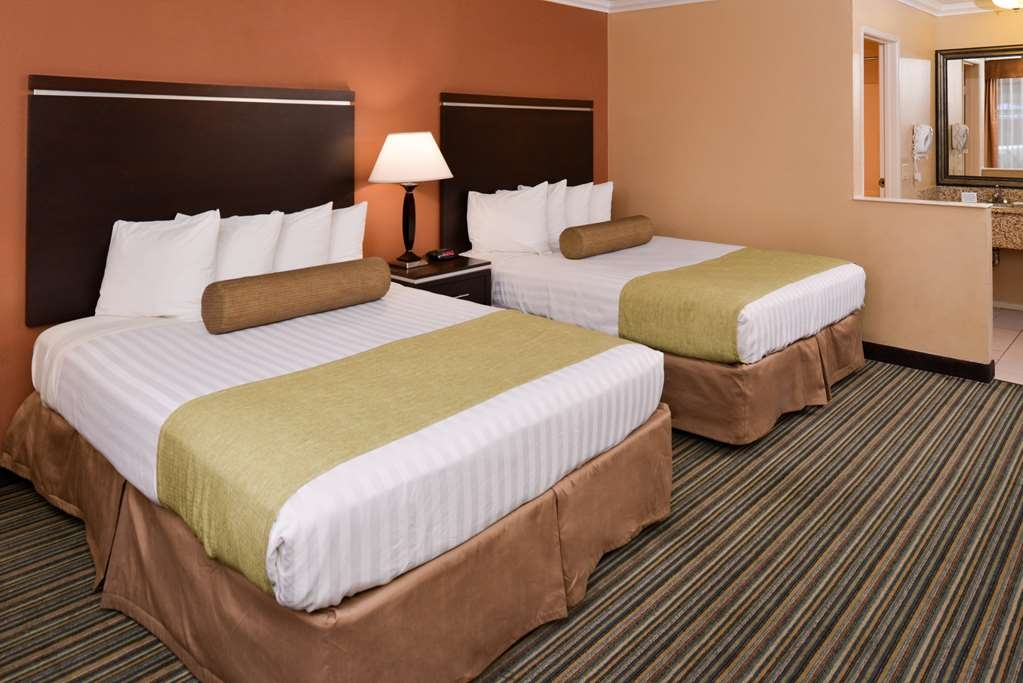 Best Western Courtesy Inn - Your comfort is our first priority. In our Two Bed guest room, you will find that and much more.
