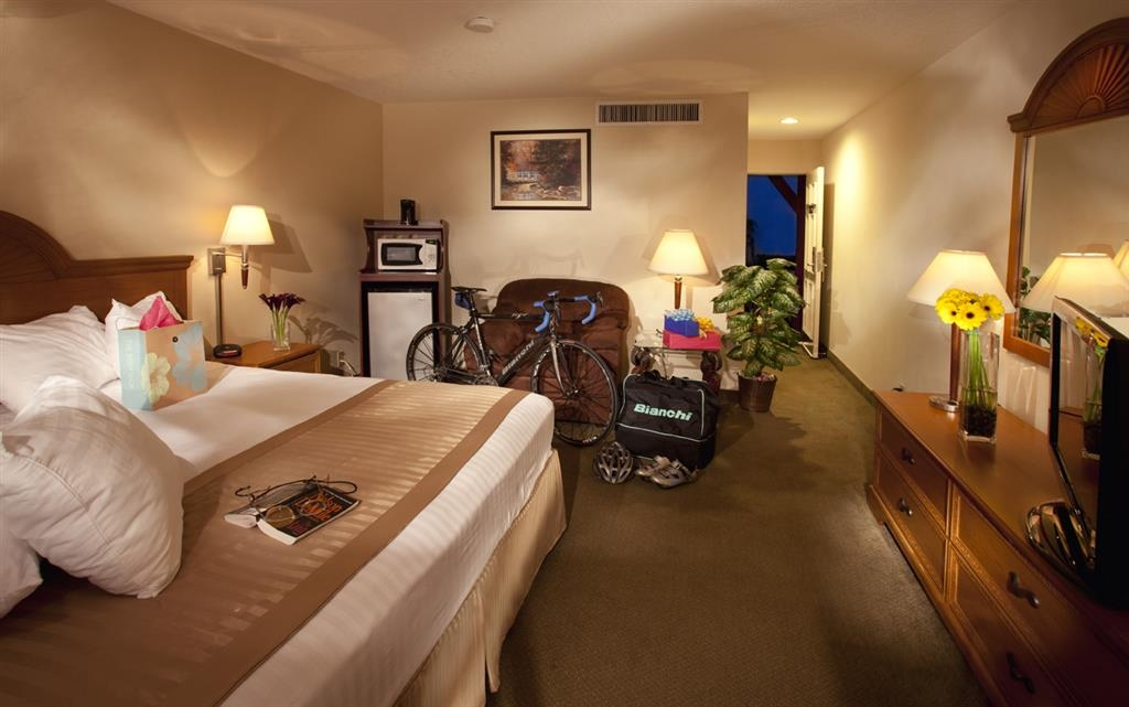 Best Western Westminster Inn - Comfortable California king bed with extra pillows. Room includes refrigerator, microwave, LCD TV, hair dryer, iron and complimentary wireless Internet.
