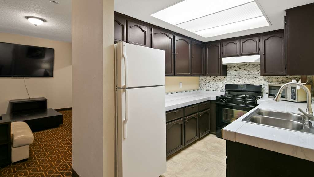Best Western Westminster Inn - 800 sq feet in this one bedroom suite with full kitchen and an 80inch TV