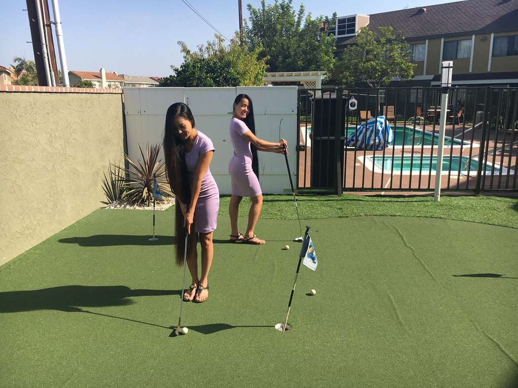 Best Western Westminster Inn - The sisters won first and second in the Westminster Inn putting contest.