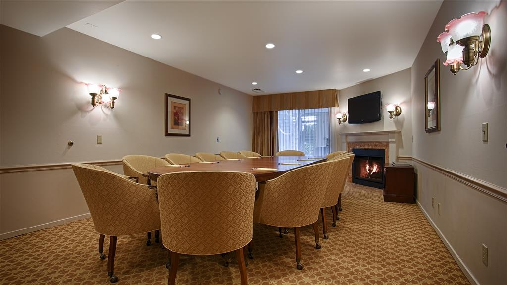 Best Western Plus Victorian Inn - Plan your next conference in our comfortable meeting space equipped with a flat screen television and gas fireplace. Our meeting space can accommodate up to 12 guests.